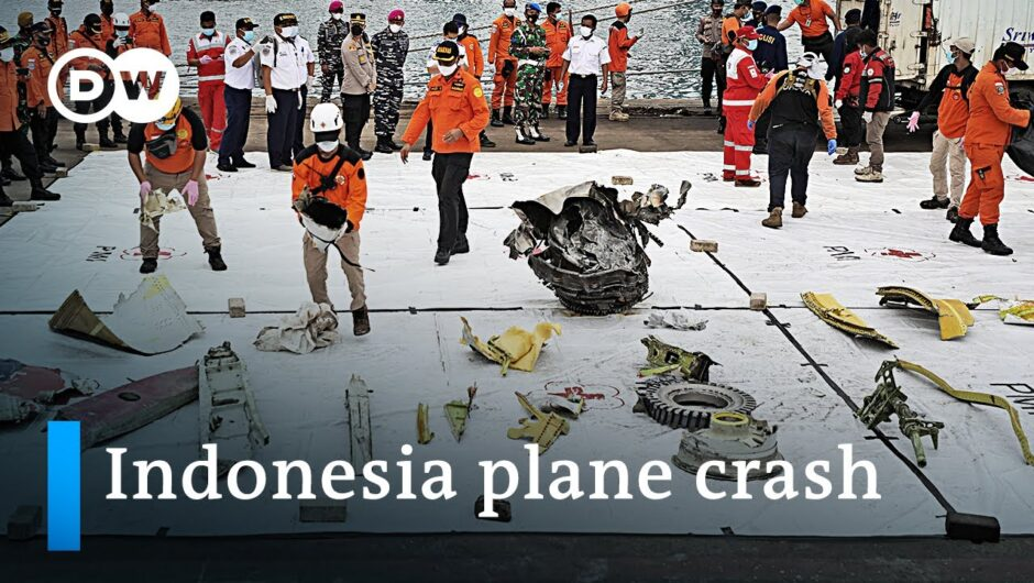 Indonesian 737 plane crash investigation brings up first results | DW News